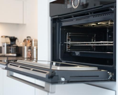 over in een moderne keuken